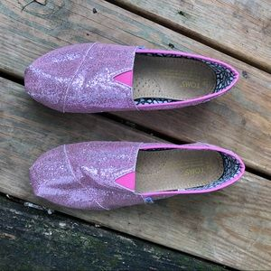 TOMS pink glitter classic canvas shoes size W9.